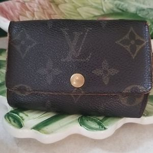 Louis Vuitton Key Holder 6
